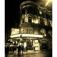 Das Foto wurde bei Aldwych Theatre von Mitko L. am 2/12/2013 aufgenommen