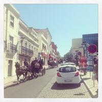 Foto tirada no(a) Vila de Oeiras por Pedro M. em 5/25/2013