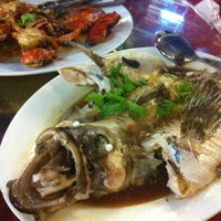 Photo taken at 大茄来海鲜餐厅 Welcome Seafood Restaurant by Vincent C. on 7/21/2012