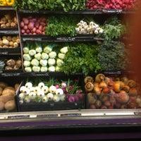 Foto tomada en Whole Foods Market por Jacyn S. el 5/30/2013