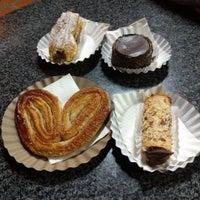 Photo taken at Tiramisú Cafe by xXG4Xx on 11/17/2016