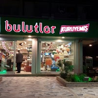 Photo taken at Bulutlar Kuruyemiş by Murat H. on 2/7/2015