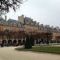 Das Foto wurde bei Place des Vosges von Olia K. am 3/24/2013 aufgenommen