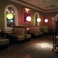 Photo taken at Hollywood Vietnamese & Chinese Cuisine by Daniel C. on 2/20/2013