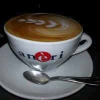 Снимок сделан в Robusta Espresso Bar пользователем Addi R. 2/2/2013