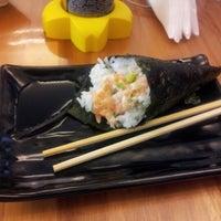 Foto tirada no(a) Flying Sushi por Fernando em 1/9/2013