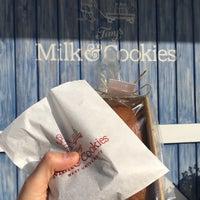 Foto tirada no(a) Tiny's Milk and Cookies por Alex F. em 11/21/2017