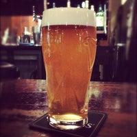Das Foto wurde bei World Beer Pub & Foods BULLDOG von Tadashi M. am 10/3/2013 aufgenommen