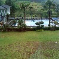 Photo taken at Villa Omah Gunung Puncak by Asri N. on 2/10/2013
