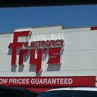 5/11/2013에 Marisa Y.님이 Fry's Electronics에서 찍은 사진