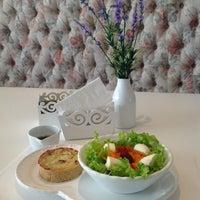 Foto tirada no(a) Saint Decor Café por Gabriel G. em 1/4/2013