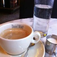 Снимок сделан в Café Daniel Moser пользователем Neri💕 7/12/2013
