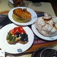 Photo taken at glo London Bakery Café by 😋🍝🍹Manch on 5/31/2013