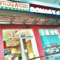 Photo taken at Krispy Kreme by Roberto P. on 1/18/2013