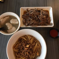 Photo taken at Uncle Xian Noodles House 阿贤猪肉丸拉面馆 by Manne Chen® on 2/22/2017