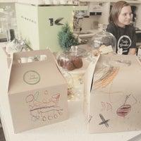 11/27/2012 tarihinde Yuli S.ziyaretçi tarafından Tori's Bakeshop'de çekilen fotoğraf