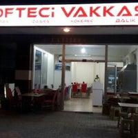 Photo taken at Köfteci Vakkas'ın Yeri by Kesifatolyesi_ on 9/6/2018