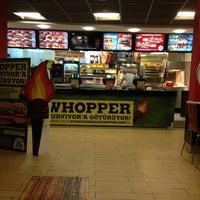 2/28/2013 tarihinde Bertan B.ziyaretçi tarafından Burger King'de çekilen fotoğraf