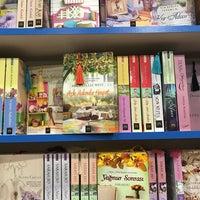 12/7/2016 tarihinde Kübra A.ziyaretçi tarafından Tivoli Kitabevi'de çekilen fotoğraf