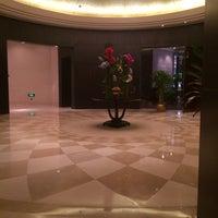 5/31/2014 tarihinde Dasha M.ziyaretçi tarafından 天津环亚国际马球会 • Tianjin Goldin Metropolitan Polo Club'de çekilen fotoğraf