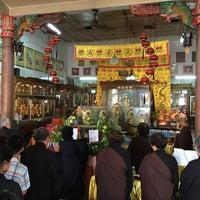 Photo taken at ศาลเจ้าโรงเจเหลี่ยนฮั่ว by Liftildapeak W. on 5/21/2016