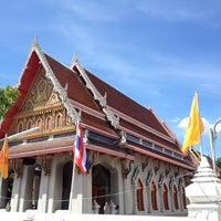 Photo taken at Wat Nuannoradit by Liftildapeak W. on 5/13/2014