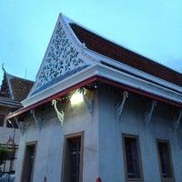Photo taken at วัดหิรัญรูจีวรวิหาร (วัดน้อย) Wat Hiran Ruchi Worawihan (Wat Noi) by Liftildapeak W. on 8/4/2013
