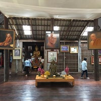 Photo taken at วัดป่าบ้านตาด (วัดเกษรศีลคุณ) Wat Pa Baan Tat by Liftildapeak W. on 2/12/2017