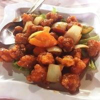 Photo taken at Hua Yu Wee Restaurant by Janie C. on 9/3/2017