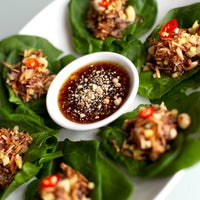 รูปภาพถ่ายที่ Tuk Tuk Thai Food Loft โดย Tuk Tuk Thai Food Loft เมื่อ 9/2/2013