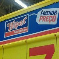 Foto tirada no(a) Hiper Bompreço por Cosme D. em 12/26/2012