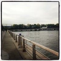 Foto tirada no(a) Hudson River Running Path por GDB em 10/16/2013