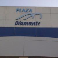 Foto tomada en Plaza Diamante por Gabriel G. el 12/22/2012