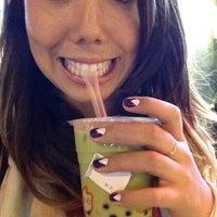 Photo prise au CoCo Fresh Tea & Juice par Emi S. le9/19/2013
