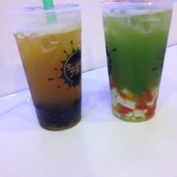 Photo taken at Nine Street Smoothie Bubble Tea by Stephany on 10/13/2013