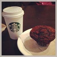 Снимок сделан в Starbucks пользователем Daniel V. 6/26/2013