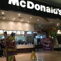 Foto tirada no(a) McDonald's por Simone H. em 3/29/2013