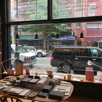 Foto scattata a McNally Jackson Store: Goods for the Study da gee 2. il 7/4/2018