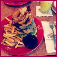 Photo taken at T.G.I. Friday's by Mohd I. on 9/6/2013