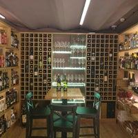 10/7/2017にЕлена С.がMerula Wine Bar & Shopで撮った写真