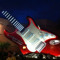 Photo taken at Rock 'N' Roller Coaster Starring Aerosmith by Kendall P. on 1/11/2013