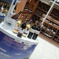Foto tirada no(a) DLP Vinhos e Destilados por Thais F. em 1/3/2013