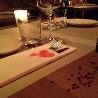 Das Foto wurde bei MIURA Tapas-Bar & Restaurant von Cristina G. am 2/14/2014 aufgenommen