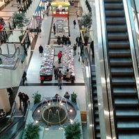 Foto tirada no(a) Via Catarina Shopping por Ricardo M. em 2/17/2013