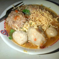 Photo taken at Mie Ayam & Bakso Sempurna Wonogiri by Lisa N. on 12/18/2012