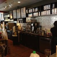 4/20/2013 tarihinde Marc S.ziyaretçi tarafından Starbucks'de çekilen fotoğraf