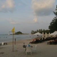 Photo taken at Muang Samui Vilas & Suites, Choegmon Beach by Ozy O. on 3/4/2017