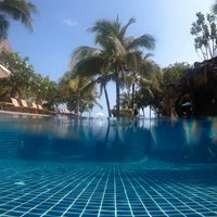Photo taken at Muang Samui Vilas & Suites, Choegmon Beach by Ozy O. on 3/18/2017