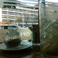 Photo taken at Coffee Holic by Kittipat M. on 2/14/2014