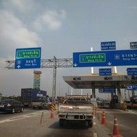 Photo taken at Kanchanaphisek (Bang Phli-Suk Sawat) Expressway by Nantiger B. on 2/15/2016